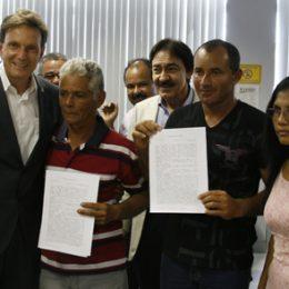 Ministro participa da primeira assinatura de contratos de crédito para pescadores no Ceará