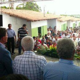 Ministro Crivella entrega 40 casas para pescadores do estado de Alagoas