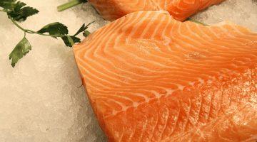 Mulheres: Comer peixe diminui risco de depressão