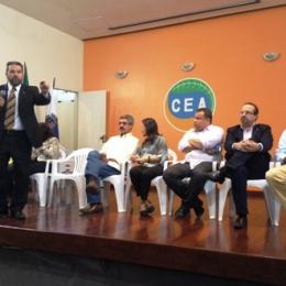 Eduardo Lopes entrega licenças para a pesca do camarão no Rio de Janeiro