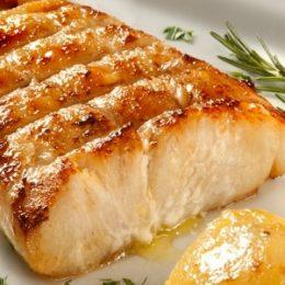 Receita do Dia: Robalo ao forno assado com batatas