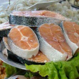 Comer peixes diminui risco de problemas auditivos em mulheres
