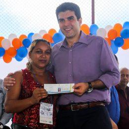 Helder Barbalho entrega 798 carteiras para pescadores no Amapá