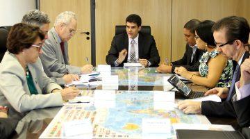 Helder garante cursos da Capes para o setor pesqueiro