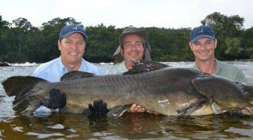 Roteiros de pesca em MT com peixes gigantes são atração de feira em SP
