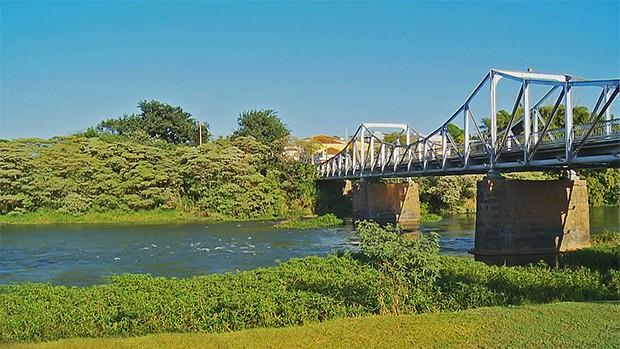 Ponte sobre o rio Pardo, na cidade de São José do Rio Pardo (Rodrigo Sargaço/TG)